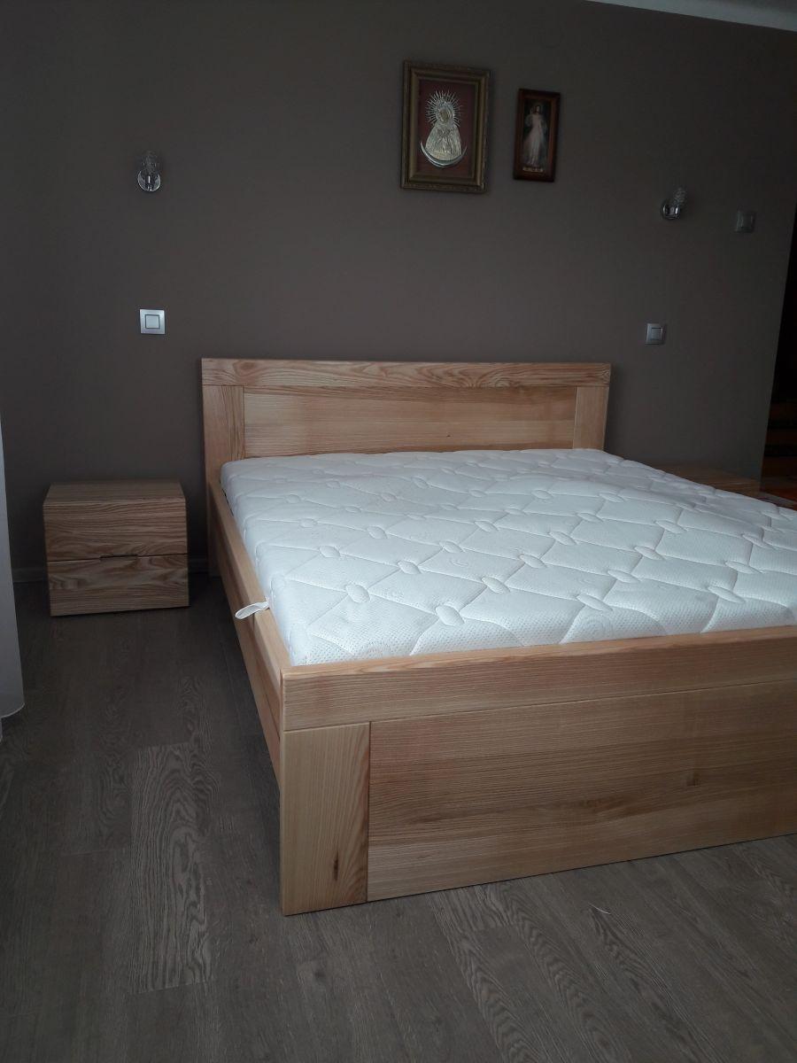 Łóżko. Jesion lakierowany na półmat.